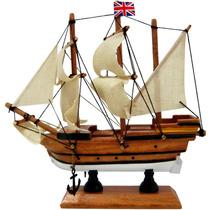 Fragata Pequena Inglês Bandeira No Mastro Em Madeira