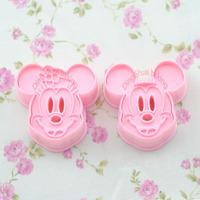 Cortador De Biscoitos Com Carimbo 3d - Mickey E Minnie