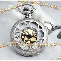 Relógio De Bolso Prateado Com Fundo Em Dourado