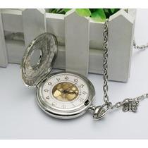 Relógio De Bolso Prateado Com Detalhes Em Dourado