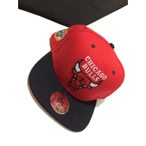 Boné Chicago Bulls Vermelho Com Aba Preta Snapback