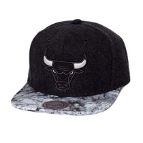 Boné Mitchell And Ness Snapback Chicago Bulls Volcano Ash