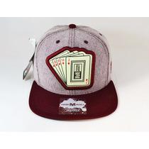 Boné Snapback Young Money Em Tecido - Cartas Baralho - Caixa
