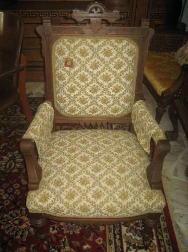 Cadeira Com Braços Estilo Poltrona Com Assento Estofado