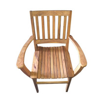 Cadeira De Madeira Com Braço.