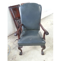 Cadeira Antiga De Estilo Renascensia E De Formas Suaves
