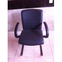 Cadeira Fixa Em Couro Com Apoio Para Braço