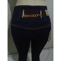 Calça Jeans Modela Bumbum Com Detalhe De Correntes E Strass