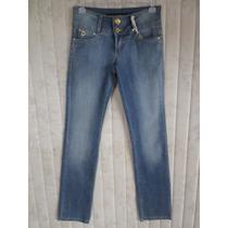 Calça Jeans Feminina Denuncia