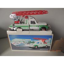 Carro De Resgate- Rescue Truck Hess - Som/luz- 26 Cm