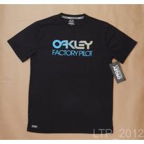 Camiseta Oakley Hydrolix - Tamanho M - Regular Fit- Original