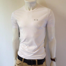 Camiseta Masculina Slim Fit Oakley Básica - Armani Osklen