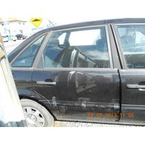 Porta Traseira Direita Passat 2.0 95 Sedan(sem Acessórios)