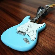 Miniatura Da Guitarra Fender Stratocaster Sonic Blue - 25cm