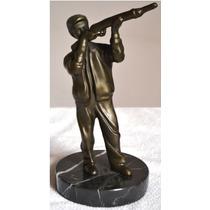 Estatua Caçador Em Bronze E Base Em Granito. Alt. 21 Cm.