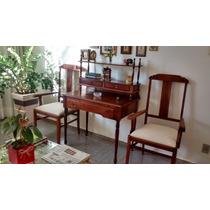 Escrivaninha + 2 Cadeiras - Em Ótimo Estado