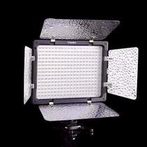 Iluminador Led Yongnuo Yn-300 - 300 Leds - 2280 Lux Filmagem