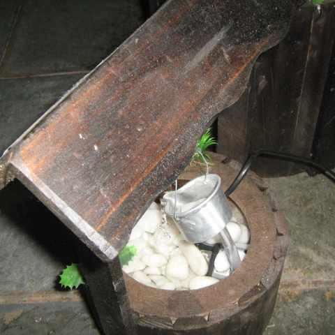 Fonte De Água Poço De Madeira - Pague Com Cartão