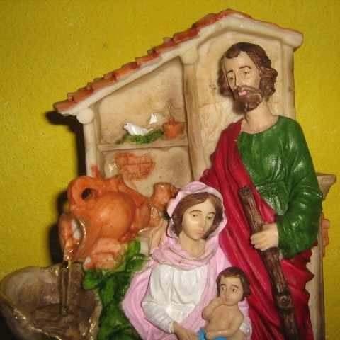 Fonte De Água Sagrada Família - Pague Com Cartão