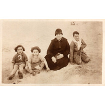Foto Postal Antiga Crianças E Senhora Roupas De Época (p378)