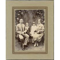 Carta Cabinet- Familia Posando Para Foto.foto Antiga