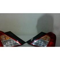 Lanterna Traseira Nissan Versa 012 A 015 ,cada Um Sai 300,00