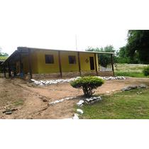 Casa Com 03 Quartos, 02 Banheiros, 01 Sala Grande E Cozinha
