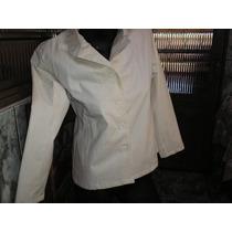 Uma Bonita Jaqueta Branca Em Napa Sintetica