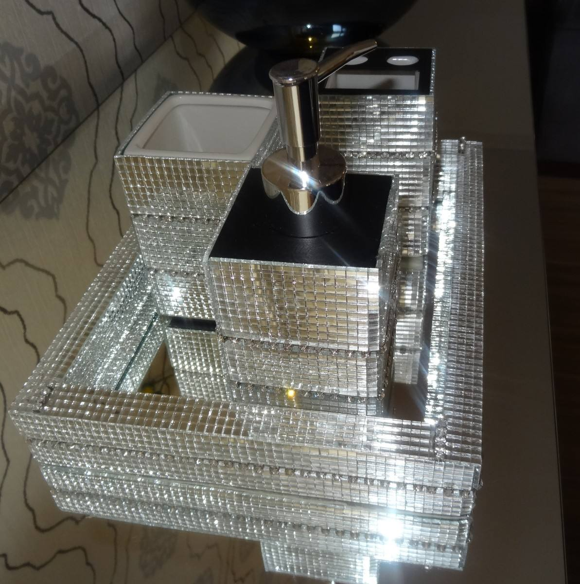 Kit Lavabo/banheiro 3 Pç (bandeja/saboneteira Liquida Etc) R$ 195  #575142 1193 1200