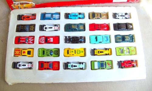 Lote Com 25 Carrinhos Em Metal - 1990
