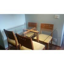 Mesa Com Tampo De Vidro E Base De Madeira E 4 Cadeiras