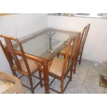 Mesa Em Madeira C/ 4 Cadeiras.