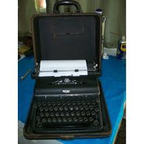 Antiga Maquina De Escrever Da Marca Royal