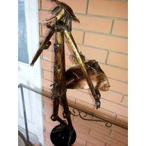 Escultura Estatueta Magro Homem Escudo Metal Latão Dourado