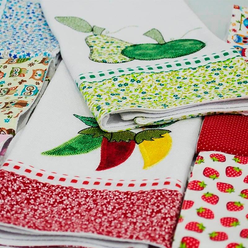Artesanato patchwork em panos de prato bordados
