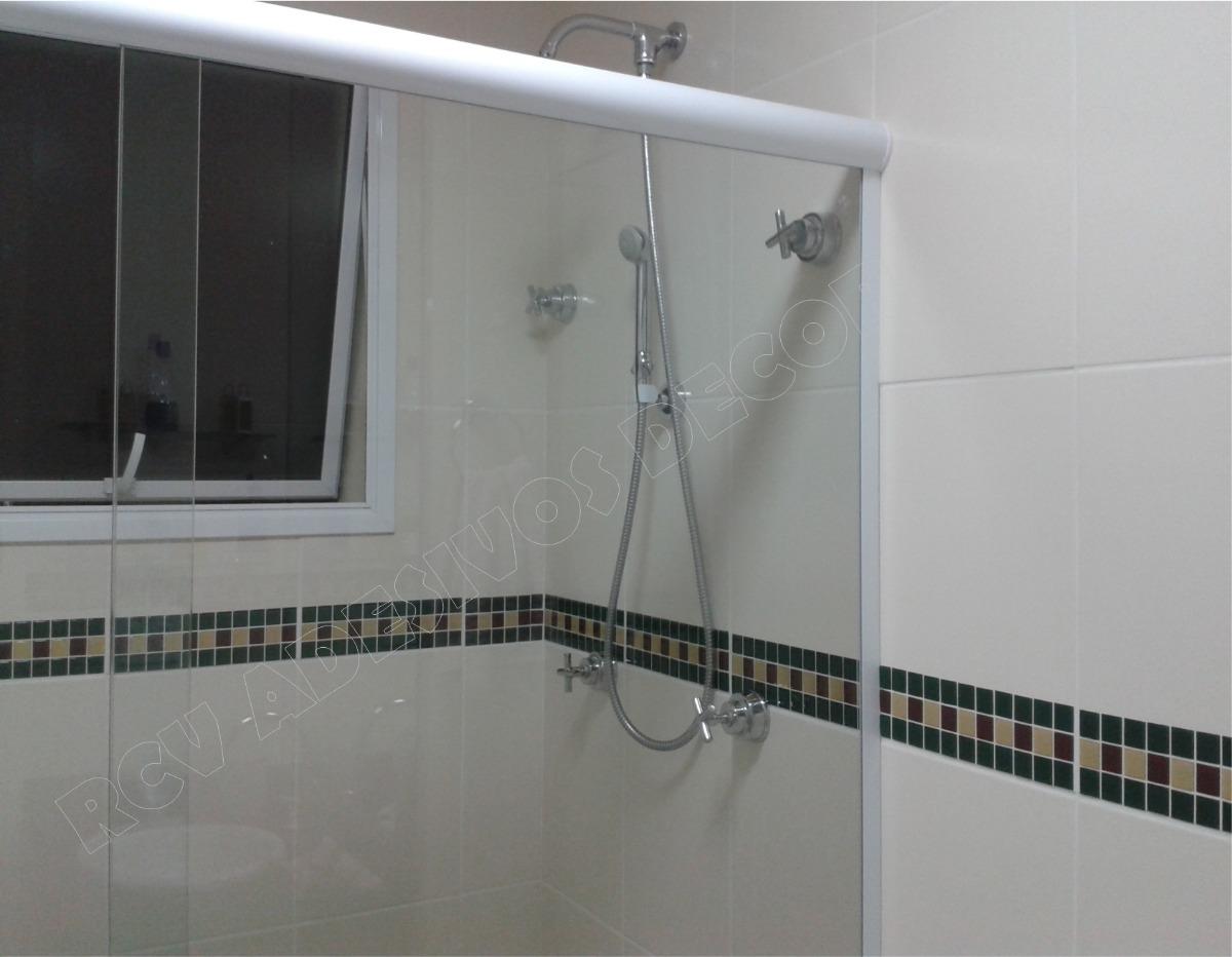 Pastilhas Adesivas Resinadas Banheiro Azulejo 30x30cm R$ 27 99 no  #655F4D 1200x932 Banheiro Branco Com Rejunte Azul