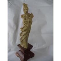 Antiga Escultura Feminina Em Pedra Dura