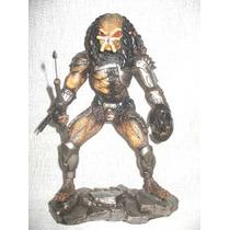 Predador Em Resina (boneco)