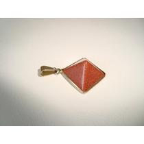 Pingente Pirâmide Metal Dourado Pedra Do Sol P1