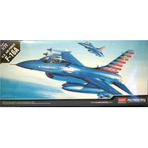 Avião F-16 Falcon Academy 1/72 Kit Tipo Revell