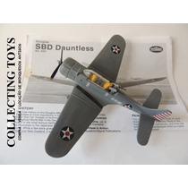 Avião Douglas S B D Dauntless - 1:72 - Kit Montado (m 53)