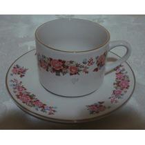 Conjunto De Pires E Xícara De Chá Em Porcelana