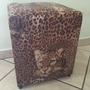 Puff Quadrado Decorativo C/estampa Linda Courino C/pés Pvc