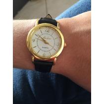 Relógio Dourado Feminino? Fundo Branco Couro Preto - Barato
