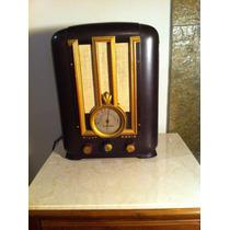 Antigo Rádio Valvulado Capelinha Marca Pilot.