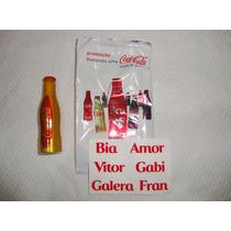 Minigarrafinha Coca Cola Bebendo Uma Coca Cola Com A Galera
