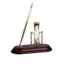 Mesa De Madeira Decorativa Com Relógio E Ampulheta De Areia
