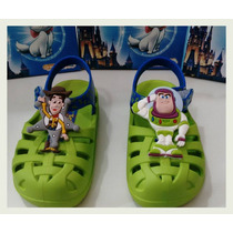 Sandália Disney Crocs Toy Story Buzz Grendene 21341