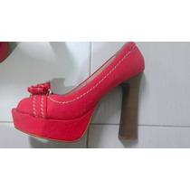 Sandália De Salto Vermelha Com Salto De Madeira