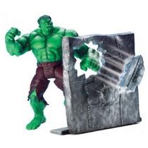 Hulk - Punching Hulk - Com Muro Para Simular Ação De Um Soco